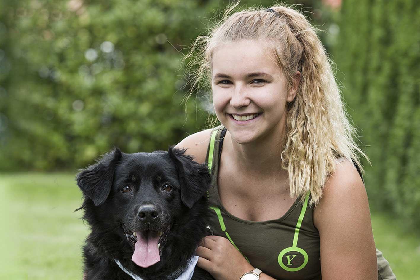 Rachel Wohlhauser mit Hund
