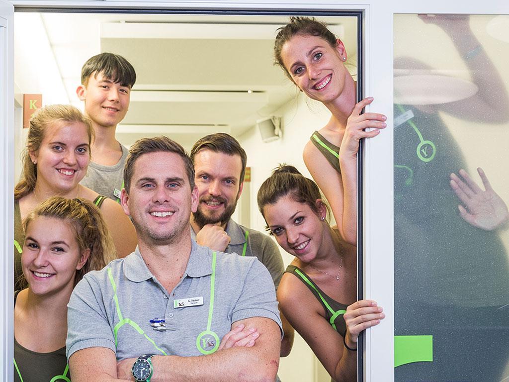 Team der KleinteriklinkS begrüsst die Kunden am Empfang